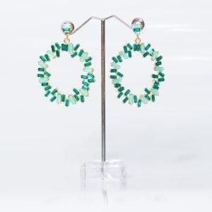 Pendiente circular en verde esmeralda y agua marina para invitada