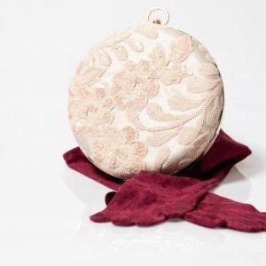 bolso forrado con tejido de fantasía en crema