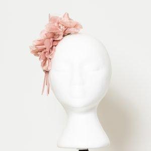 Tocado de lirios rosado para invitada